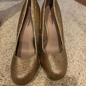 X-appeal Gold Shimmer High Heel. Good Condition.